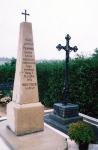 Obnovljeni grob Anne i Nikole pl. Zdenčaja na groblju u Malom Ravnu.